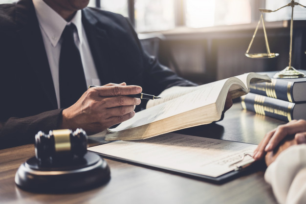 Search for the Best Lawyers in Dubai? 7 Tips that Will Help you